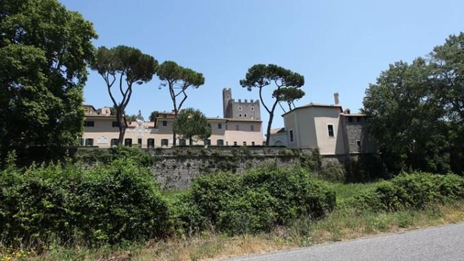 roma bianco castello di torre in pietra