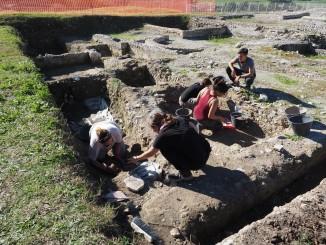 Volontari GAR scavo Villa Romana delle Colonnacce a Castel di Guido.