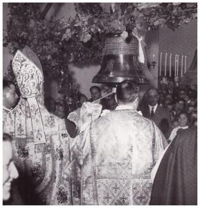 Diocesi di Porto e Santa Rufina-La Cattedrale S.Eccellenza Cardinale EUGENIO TISSERANT benedice la campana (24 marzo 1955)
