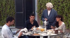 - RESIDENZA AURELIA – Set del Film VIVA L'ITALIAambra-angiolini-raoul-bova-michele-placido-e-alessandro-gassman-fanno-colazione-