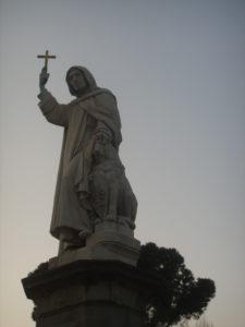Monumento-al-frate-domenicano-in-Piazza-Savonarola-a-Firenze