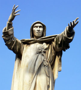 Statua-di-Girolamo-Savonarola-a-Ferrara-nei-pressi-del-Castello-Estense