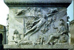 Apoteosi di Antonino e Faustina , dalla base della Colonna di Antonino Pio.