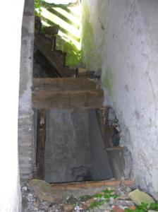 Castel di Guido-Il Degrado del Sito Archeologico Casale della Bottaccia- Scale interne divelte ed asportate