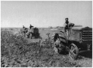 Maccarese -Operazione Aratura con trattori del terreno bonifica 1930-