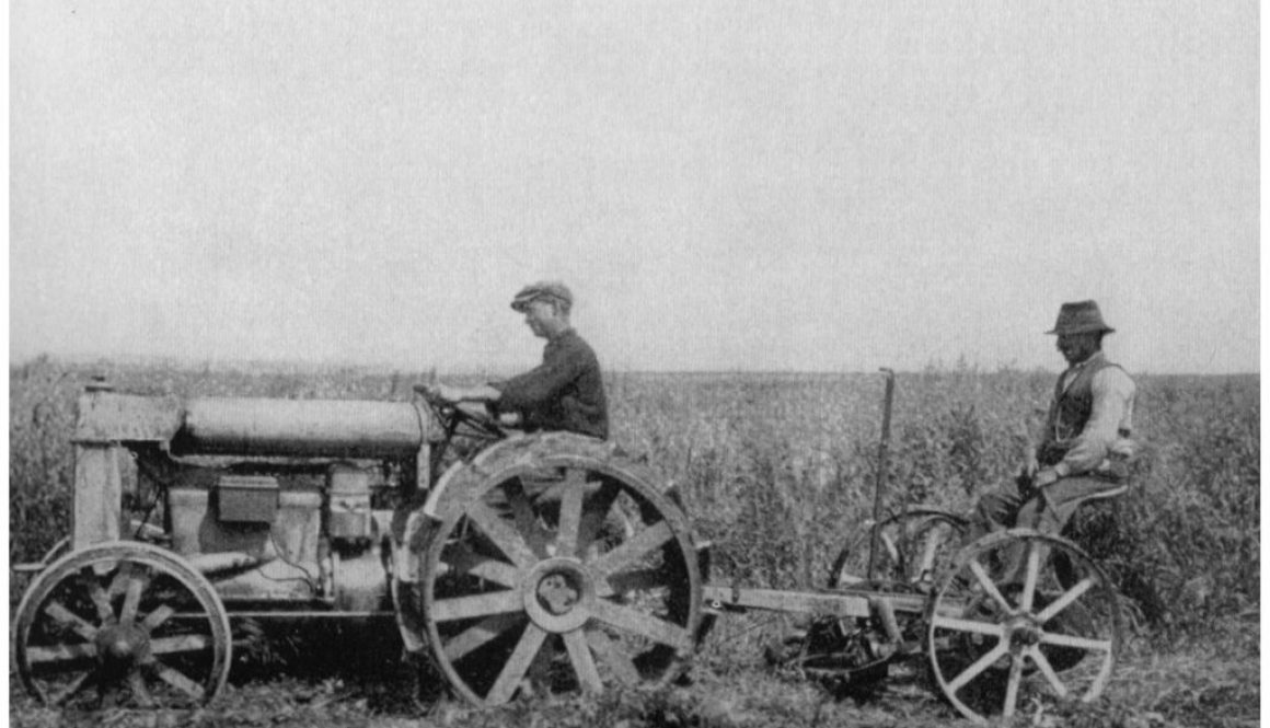 Maccarese -Operazione Falciatura con trattori del terreno bonifica 1930-