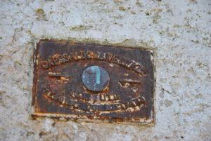 Caposaldo Trigonometrico dell'IGM sito sulla facciata della chiesa dello Spirito Santo, lato sn sotto il civ. 8