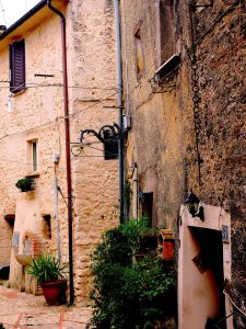 Castelnuovo di Farfa (Rieti) Via Coronari