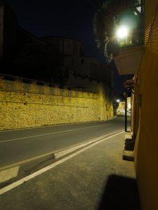 Castelnuovo di Farfa (Rieti) Via Roma Est-Le Mura Medievali