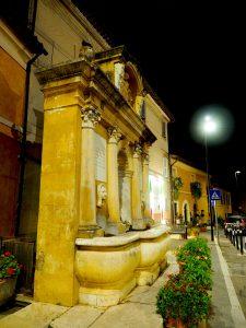 Castelnuovo di Farfa (Rieti) - Via Roma , la Fonta